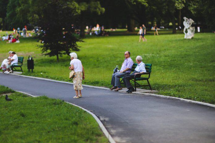 Spowolniona mowa u seniora – co może oznaczać